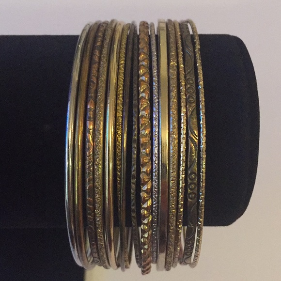 Vintage Jewelry - 15 pcs Vintage Silver And Brass Tones Bangles